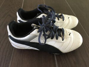 Puma Youth Sz 12 Soccer Cleats  - Non smoking home