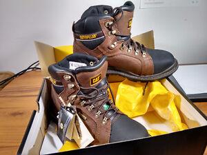 NEW! Men's Caterpillar work boots, size 9
