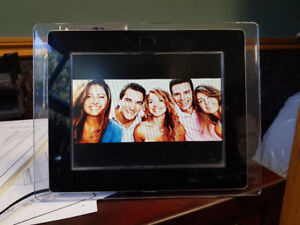 8 inch digital picture frame with mp3 player