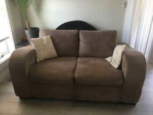 Matching sofa & loveseat