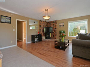 Bright 1st floor 1 bd suite near UVic for rent from mid Mar