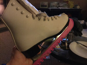 Women's size 3 or 4 figure skates