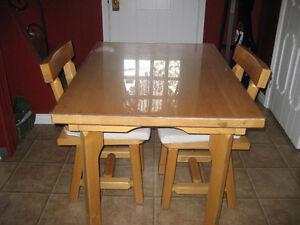 Petit set de cuisine en pin - 2 chaises
