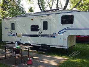 1998 Terry 5th wheel 27.5 ft  great shape every thing works.