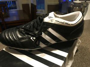 Mens Size 10 1/2  Adidas Soccer/Football cleats
