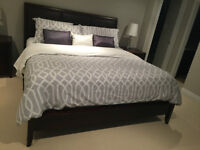 Modern King 8 peice bedroom set in perfect condition