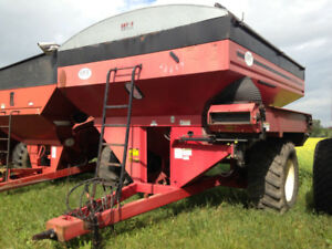 UFT 765 bushel conveyor cart w/ scale and tarp