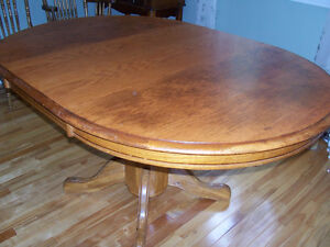 beautiful dining table with pedestal base - solid oak