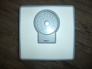 """analog person scale """"Thinner"""" by conair"""