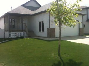 DOUBLE GARAGE IN ROSEDALE - Ready for you Now!