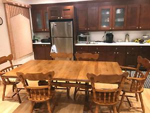 Solid oak kitchen set! Set de cuisine en Chene!