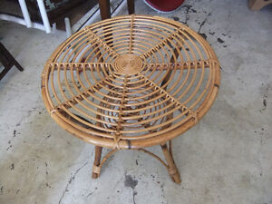 round wicker table in great cond Kitchener / Waterloo Kitchener Area image 1