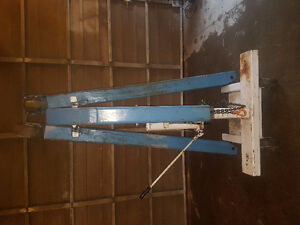 OCT 4000 lb capacity collapsible engine hoist