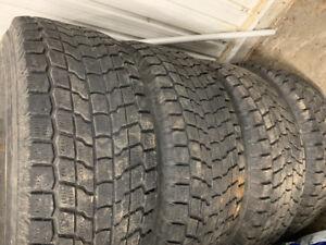 4 pneu hiver 265/70r16 avec roue étais sur jeep wrangler
