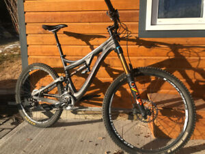 Pivot Mach 6 Carbon Enduro Bike