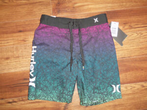 SHORT HURLEY POUR ENFANT TAILLE 8 ANS   **NEUF**