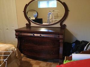 Miroir a commode antique meubles dans laval rive nord for Commode antique avec miroir