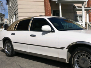 LOW kms Mint 2000 LINCOLN TOWN CAR  CaRTIER