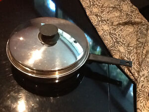 LARGE STAINLESS STEEL FRY PAN with LID Kitchener / Waterloo Kitchener Area image 2