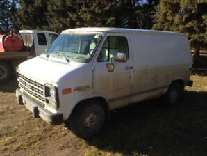 1995 chevy contractor van, 5.7L, 165000kms on drvtrn, 4spd auto