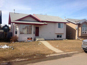 Newly Renovated 4 Bed, 3 Bath House Sylvan lake