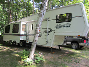 32' Glendale - Golden Falcon 5th Wheel - $10,200.00 Kawartha Lakes Peterborough Area image 1
