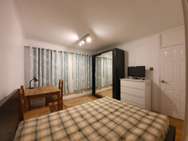 ☆ LOVELY DOUBLE ROOM available NOW next to BARNES station! ☆