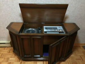 Meuble audio, radio et table tournante RCA- Vintage