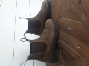 Ladies 9 Blundstone boots