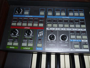 Electronic Rolled Top Organ Peterborough Peterborough Area image 3