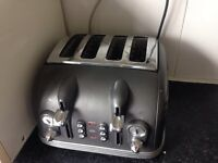 4 Slice DeLonghi Toaster (COLLECTION ONLY)