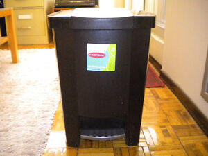STEP CAN GARBAGE CONTAINER