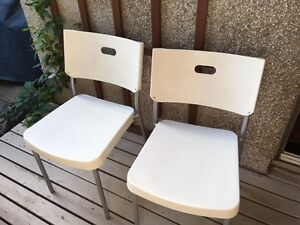 Chaises blanches IKEA
