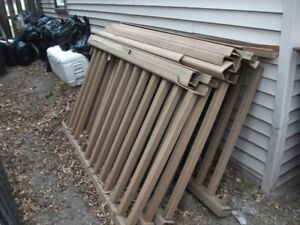 Assorted sizes of fencing.