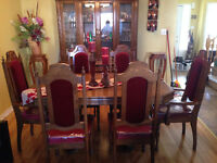 Dining Room set with display case. EXCELLENT CONDITION