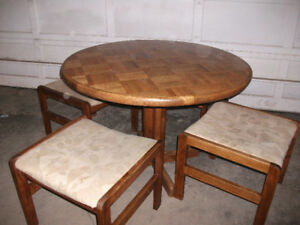 Oak Wood pedestal 42 inch round table and 4 padded stools $100