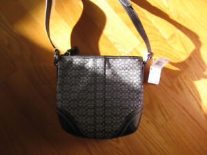 Authentic Coach Classic  Crossbody style,handsfree great style