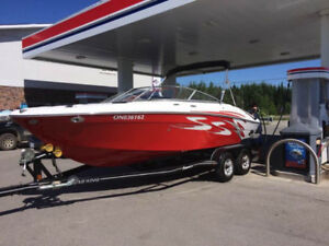 Four Winns 210SS powerboat in EXCELLENT condition