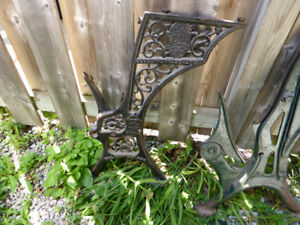 CA 1900 DECORATIVE CAST IRON SCHOOL DESK ENDS - REPURPOSE!