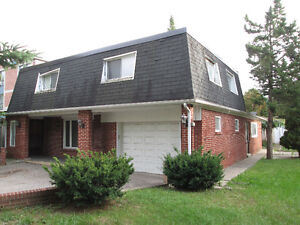 Richmond Hill, Renovated 4br Single house for rent