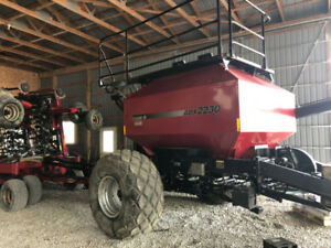 Case IH SDX 30 No-till Drill and ADX 2230 Cart