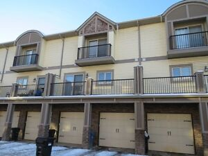 2 BED + 2.5 BATH IMMACULATE INNER CITY TOWNHOME! JUST OFF 17 AVE