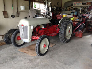 8N FORD TRACTOR