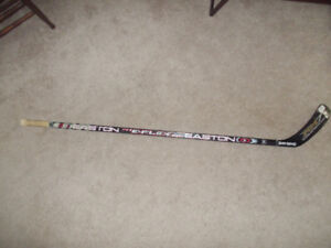 COMPOSITE EASTON SHAFT WITH RIGHT SHERWOOD BLADE