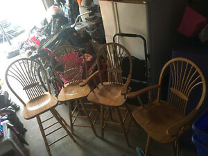 4 BAR STOOLS/KITCHEN ISLAND STOOLS
