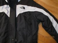 North Face Coat,  Femme 6-8 a 10/ ou Garcon ! Comme Neuf  WOW!