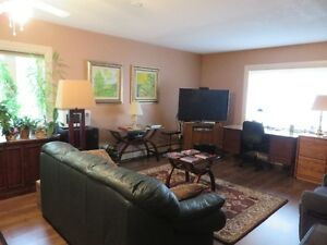 U OF W 30 SECOND WALK 1 BD ONE BLOCK TO UNIVERSITY OF WINDSOR