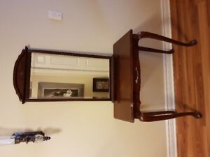 Entry Table and Mirror in Excellent condition.