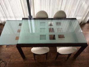 Table en verre et chaises MAISON CORBEIL