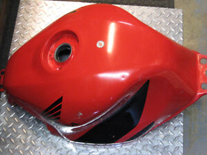 2001-2003 honda cbr-600 f4-i red gas tank London Ontario image 2